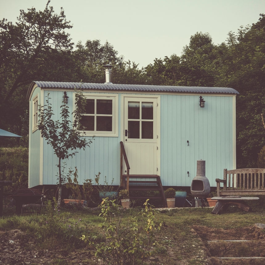 Compare and Contrast: Mobile Trailers Vs. Tiny Homes